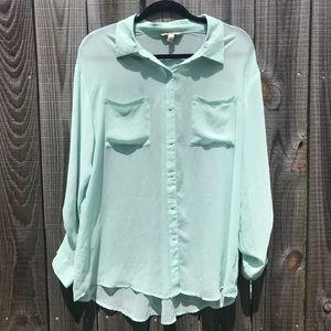 • Decree • Size X Large High-low Button Up blouse